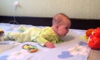 4 Місяця дитині. Що повинен уміти робити?