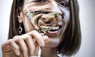 Алкоголь вбиває жінок швидше, ніж чоловіків