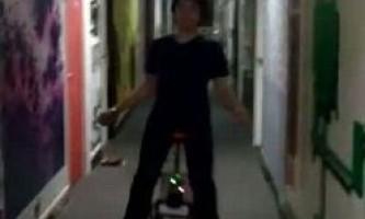 """Американський студент винайшов перший """"самобалансірующіхся"""" електричний одноколісний велосипед"""