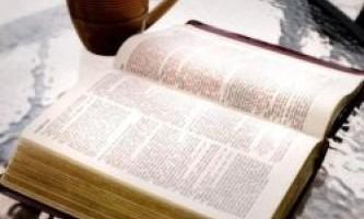 Біблія замінена на книгу еротичного змісту