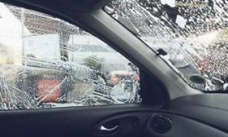 Чим і як мити скла авто правильно