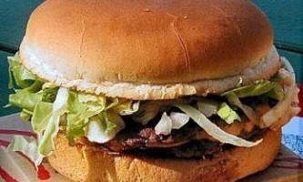 Чим відрізняється гамбургер від чизбургера?