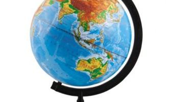 Чим відрізняється глобус від карти?