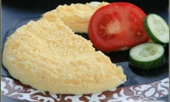 Чим відрізняється омлет від яєчні?