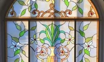 Чим відрізняється вітраж від вікна?