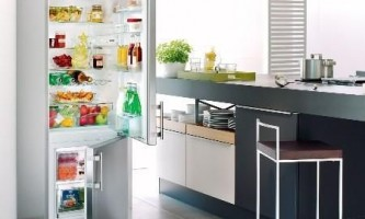 Чим відрізняється вбудований холодильник від окремо стоїть?