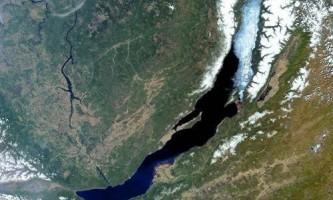 Чим відрізняються озера від морів?