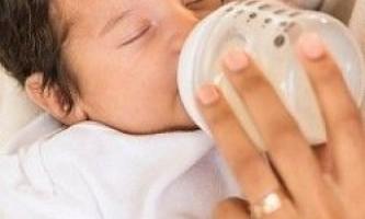 Що робити при гикавці у новонародженого