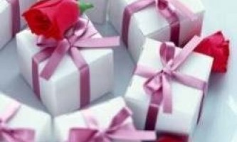 Що можна подарувати на 8 березня