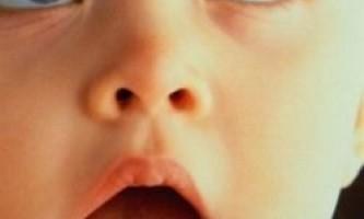Діти вчаться читати по губах перш, ніж вимовити перше слово