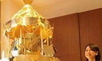 Ялинка з чистого золота виставлена на продаж в японії