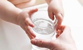 Хочете, щоб ваша дитина їв овочі? Дайте йому склянку води!