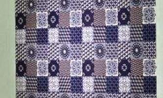 Художник робить килими з тисяч паперових смужок