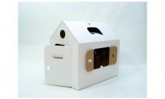 Іграшки, будиночки з картонних коробок
