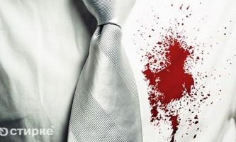 Як боротися з плямами крові на білих і кольорових речах