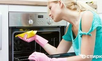 Як швидко і просто відмити духовку від жиру