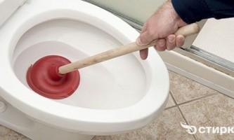 Як чистити унітаз від засмічення і вапняного нальоту