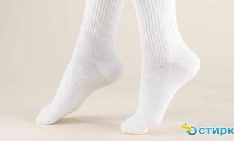 Як легко і швидко випрати білі шкарпетки