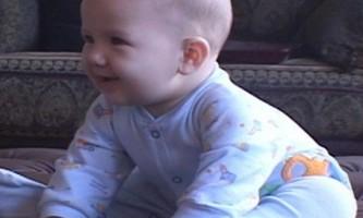 Як можна навчити дитину сидіти