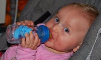 Як мити дитячі пляшечки