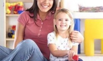 Як знайти няню для дитини