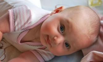 Як навчити малюка перевертатися з живота на спину