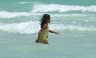 Як навчити дитину плавати: правильно і швидко