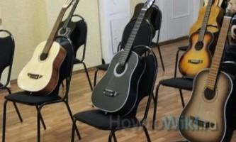 Як навчитися грати на гітарі?