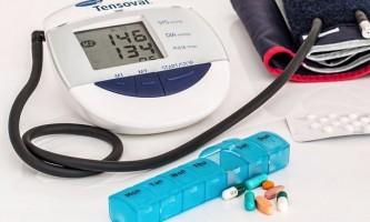 Як визначити симптоми інсульту і надати першу допомогу