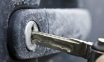 Як відкрити замерзлий замок машини