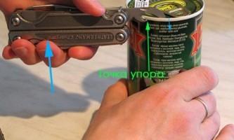 Як відкривати консерви відкривачкою?