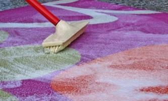 Як почистити килим ванішем правильно?