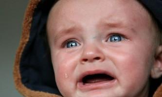 Як зрозуміти причину плачу у дитини до 4 років