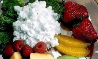 Як правильно зберігати сир в холодильнику