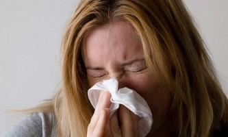 Як правильно і чим можна промивати ніс дорослим і дітям