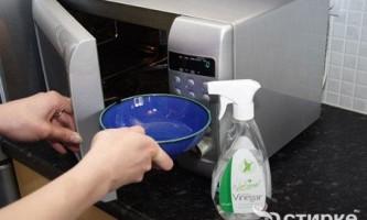 Як правильно очистити мікрохвильову піч від крапель жиру