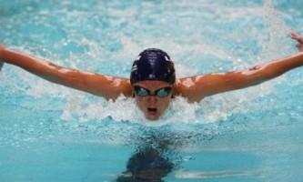 Як правильно плавати батерфляєм