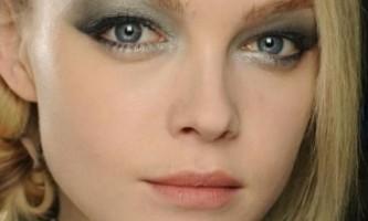 Як правильно малювати стрілки на очах?