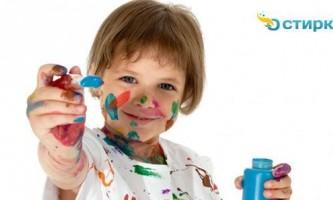 Як правильно видалити плями від фарби з одягу