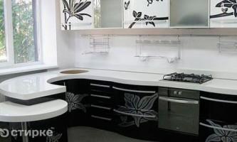Як правильно вибрати колір кухні під плитку або шпалери