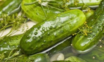 Як приготувати малосольні огірки?