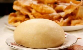 Як приготувати тісто для чебуреків?