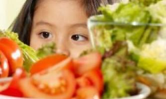Як привчити дитину їсти ту їжу, яку він не любить