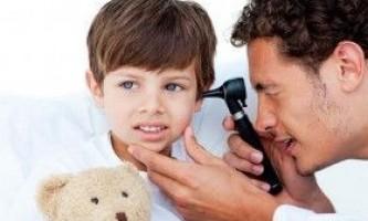 Як розпізнати у дитини отит?