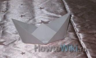 Як зробити з паперу кораблик?