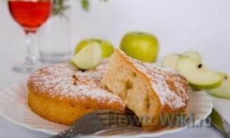 Як зробити яблучну шарлотку?