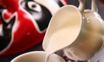 Як зробити кисле молоко: підбір рецептів