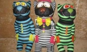 Як зробити ляльку і іграшки зі шкарпеток