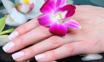 Як зробити манікюр на коротких нігтях
