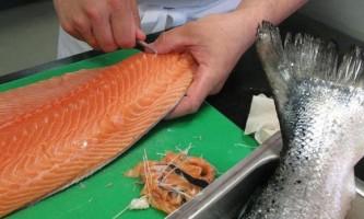 Як солити червону рибу